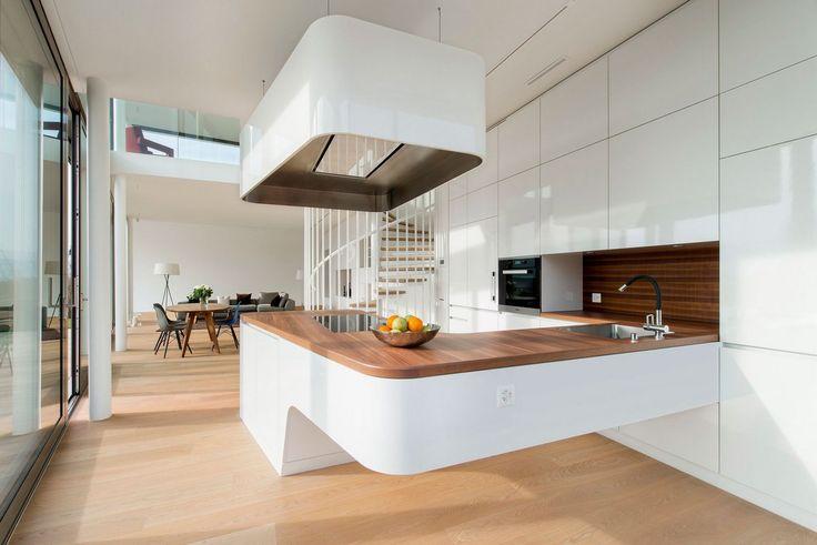 Необычная кухня в частном доме