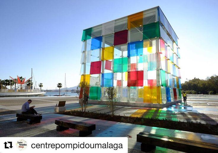 Disfruta del arte contemporáneo en un lugar único y en una ciudad única. #malaga #ciudaddemuseos #siempremalaga #pompidou #arte @centropompidoumalaga