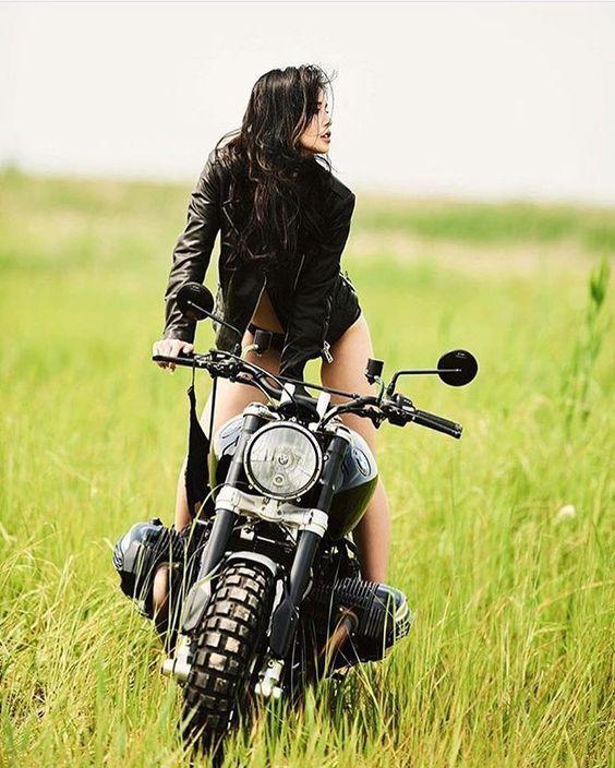 """alfaiatenicois: """"Bike girl  """""""