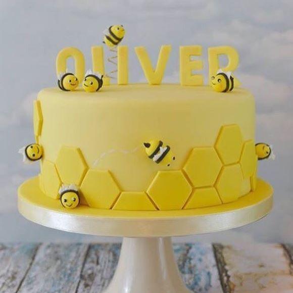Bolo mais fofo  para o tema abelhinha ! #loucaporfestas #mêsversário #abelha #mensario #ideialpf #cakelpf #bololpf #cake #bolo