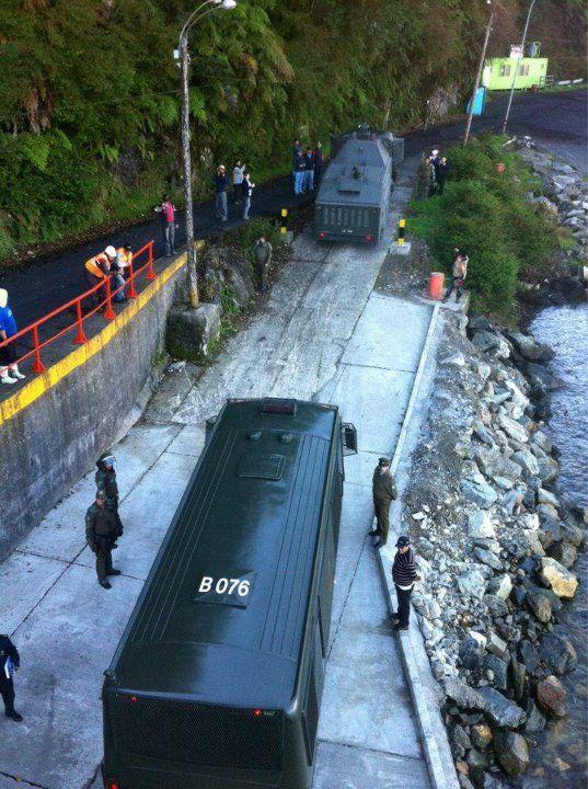 Fuerte contingente policial llegó a Puerto Cisnes para reforzar a los pacos de Aysén