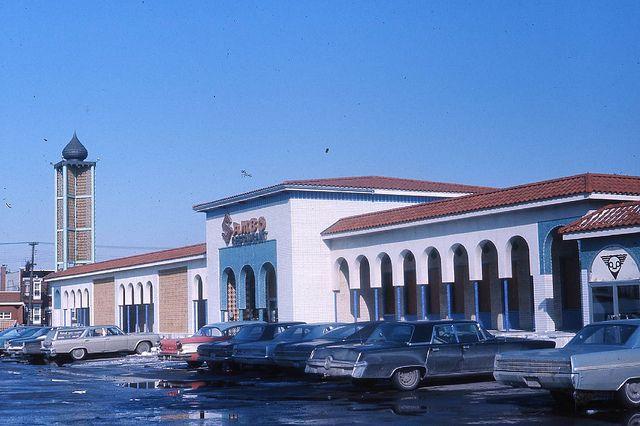 Durant les années 60, la rue Sherbrooke devient synonyme de centres d'achats avec l'apparition des centres Maisonneuve et Domaine ainsi que la Place Versailles. La popularité de ces trois centres commerciaux ont alors un effet négatif sur les commerces des rues Ontario et Saint-Catherine Est.