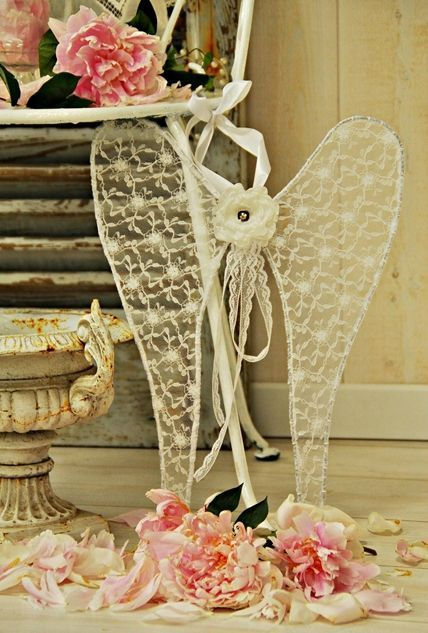 I would love to know how to make these wired lace angel wings, beautiful~❥