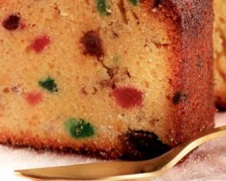 Cake aux fruits confits comme chez mamie : http://www.fourchette-et-bikini.fr/recettes/recettes-minceur/cake-aux-fruits-confits-comme-chez-mamie.html