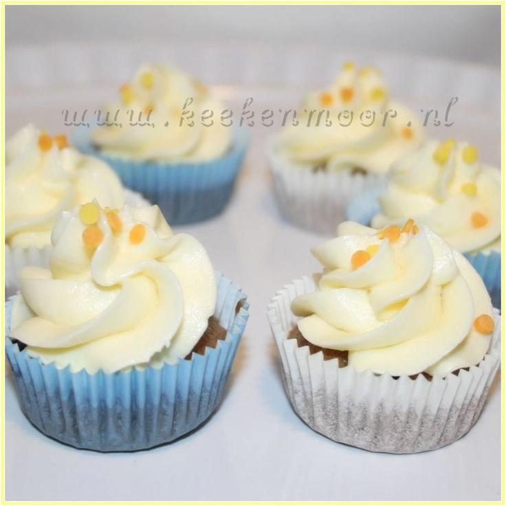 Blauwe bessen mini cupcakes met citroen roomkaas topping