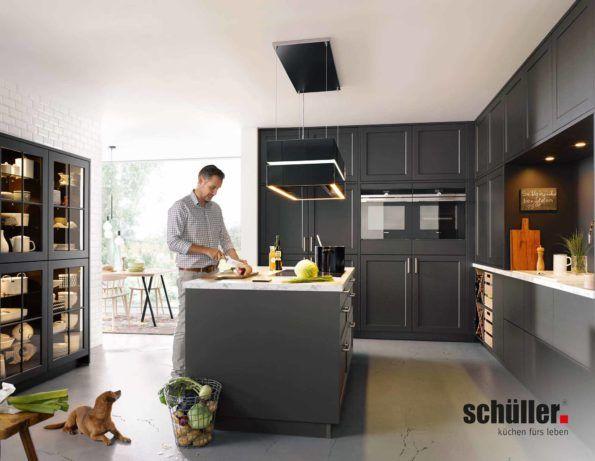 Landhausküche vienna in schwarz von schüller küchen landhausküche landhausstil küche küchen