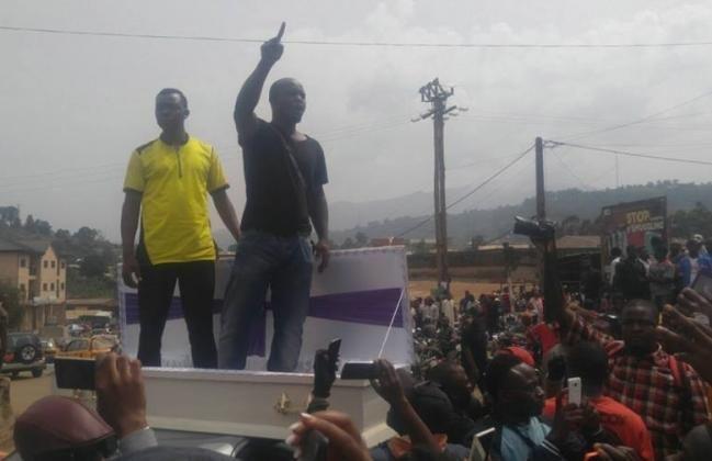 #Cameroun: #Yaounde militarise les régions du Nord-Ouest et Sud-ouest: Hier lundi à Bamenda, le mot d'ordre de grève des… #Team237