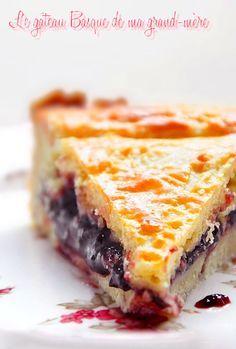J'ai habité chez mes grands-parents vers Bayonne, dans le pays Basque, pendant près de 2 ans. Au début, je mangeais très régulièrement de ce gâteau, au goûter, même au petit-déjeuner et bien sûr pour le dessert le mercredi notamment, jour du marché où...