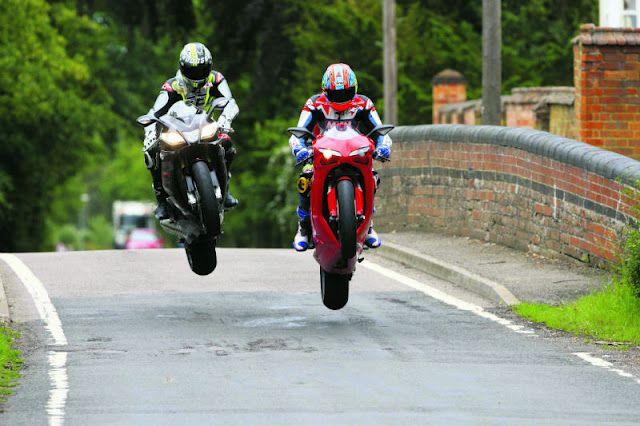 Isle of Man - TT Race  Aprilia vs Ducati