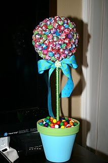 In love with these decorations! Dum Dum bouquet with gumballs in the pot! Too cu