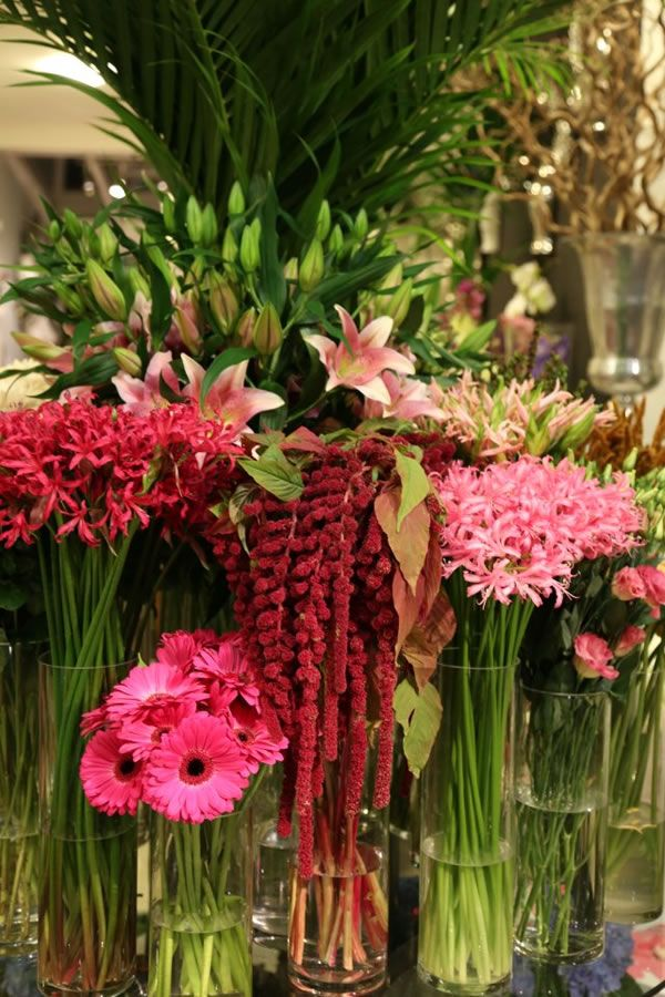 Phillo Flowers - renowned florist shop in #NottingHill   http://www.21stcenturyvillage.com/designer-florist.html#120