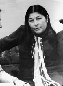 Mercedes Sosa, conocida como La Negra Sosa o La Voz de América, fue una cantante de música folclórica argentina. Fundadora del Movimiento del Nuevo Cancionero. Su música se convirtió en un referente durante la dictadura militar argentina.