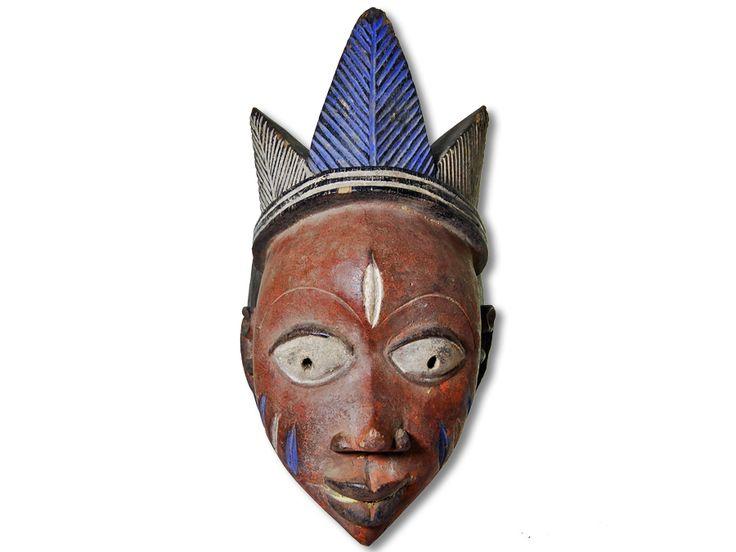Das Angebot bezieht sich auf eine zauberhafte afrikanische Maske der Yoruba. Die afrikanische Yoruba Maske wurde in kunstvoller Handarbeit aus Holz gefertigt und bringt Wohlergehen und Gesundheit für die Gemeinschaft. Diese afrikanische Maske der Yoruba hat eine Höhe von ca. 32cm. Zögern Sie auf keinen Fall und bestellen Sie jetzt.#afrikanischeMaskederYoruba #afrikanischeYorubaMaske #afrikanischeDeko #afrikanischeDekoration #AfricanArt #AfrikaDeko