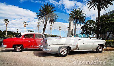 Amerikaanse klassieke auto s op de promenade in Havana Redactionele Afbeelding