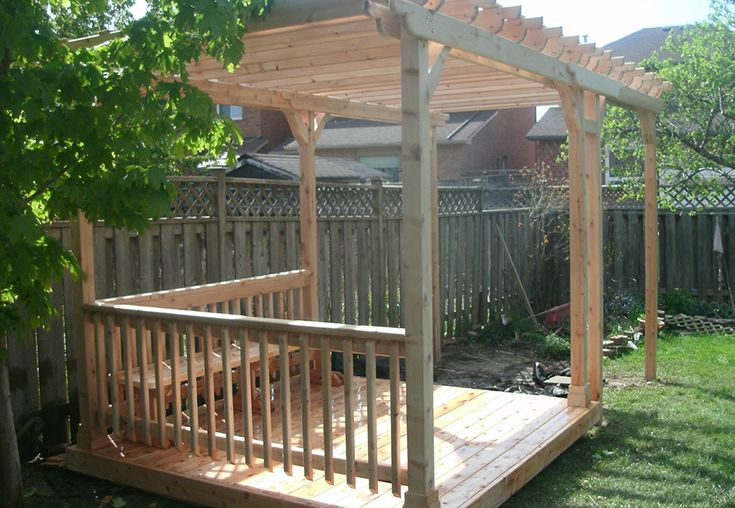 Custom cedar deck and pergola by Flamborough Patio