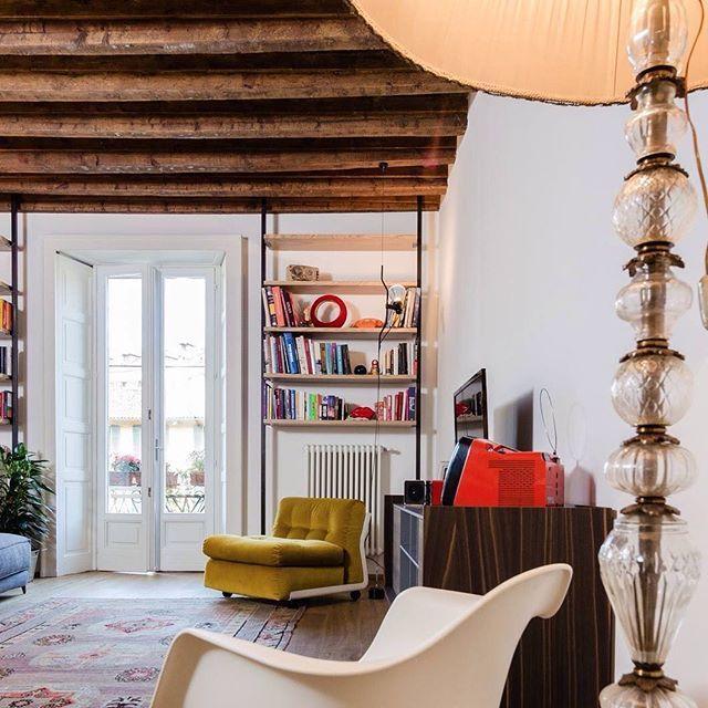Il calore di casa va bene in ogni stagione. #BuongiornoLiving Foto @gregory_abbate_ph | Progetto @nomadearchitettura #interior #interiordecoration #livingroomdecor