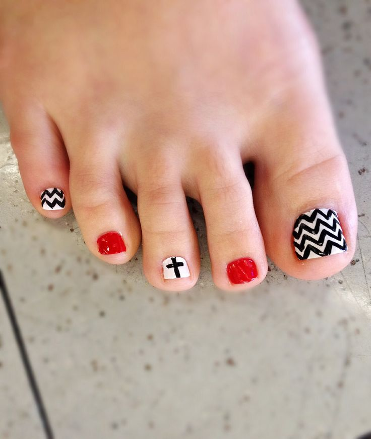 Chevron toe nail art. Red black and white  Zig zag cross love