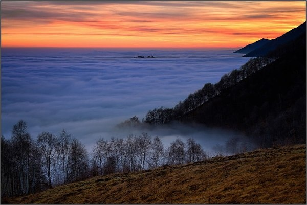 "Impressive sunset in Bielmonte, Italy. The so called ""#Sea of #clouds"" (#Mare di #nubi) from Bielmonte. www.oasizegna.com"