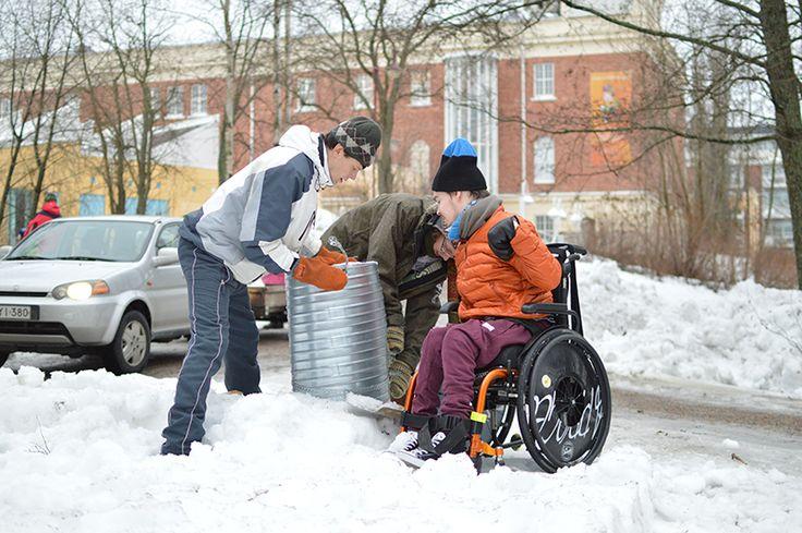 Yhdellä muotilla saa tehtyä noin puolen metrin korkuisen lumikimpaleen. Muotteja voi laittaa vierekkäin ja päällekkäin, jolloin pääsee veistämään isomman teoksen. Oulu (Finland)