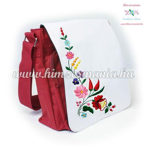 Piros táska kalocsai hímzéssel ... http://himzesmania.hu/Piros-valltaska---kalocsai-minta---gepi-himzes---27x27x8cm