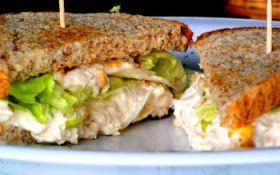 Sanduíche de Peito de Peru      Ingredientes   2 fatias de pão de forma   1 colher (sopa) de maionese light   4 rodelas de tomate   ...