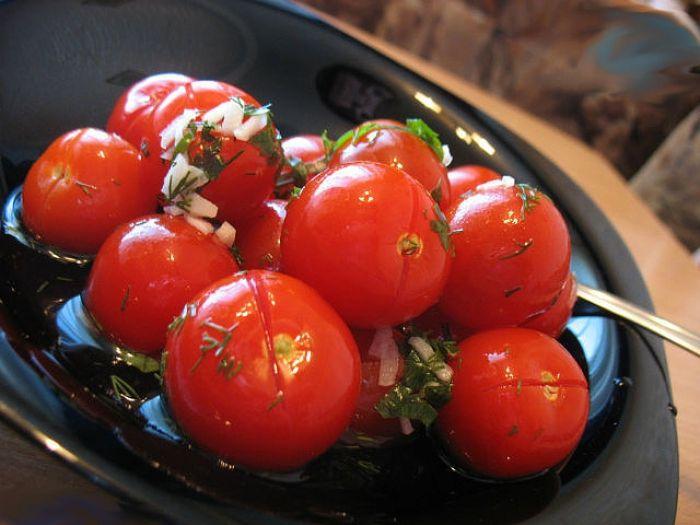 Если хотите малосольных помидор с чесноком, воспользуйтесь этим…