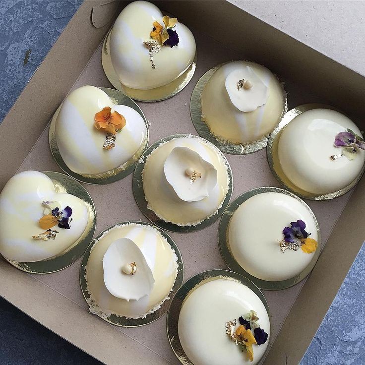 "Polubienia: 635, komentarze: 10 – ⠀⠀⠀⠀ ⠀ТОРТ НА ЗАКАЗ САМАРА (@tini_cakes_samara) na Instagramie: ""В последнее время у нас так часто заказывают синие и космические торты и так редко нежнятинку❤️ а…"""
