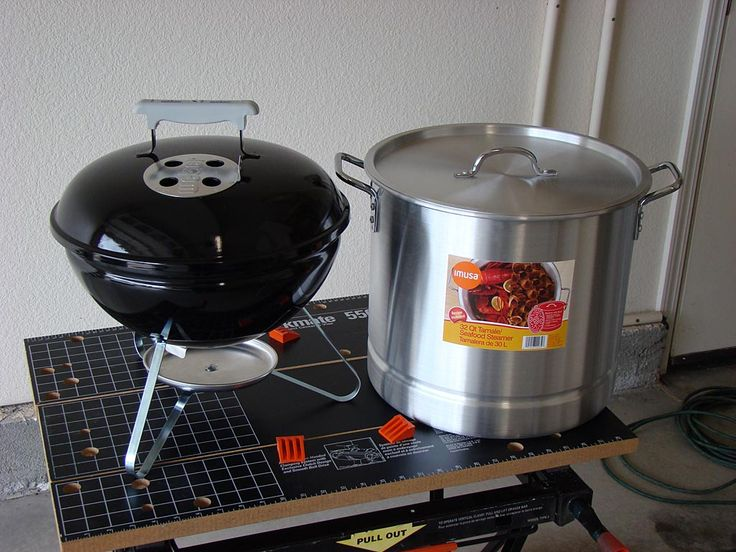 Weber Smokey Joe Silver and 32-quart steamer pot