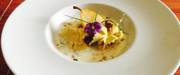 Ravioli di patate, ricotta e pere con fonduta di Taleggio D.O.P. e noci
