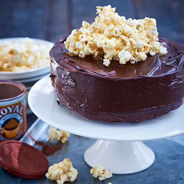 Devils foodcake toppad med popcorn