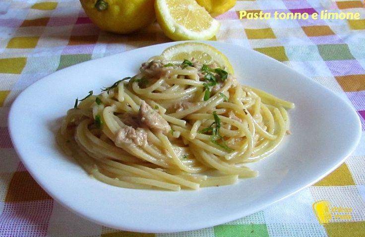 Pasta con tonno e limone (ricetta veloce della Parodi). Ricetta della pasta in bianco con tonno e limone, mantecata con acqua di cottura, burro e parmigiano