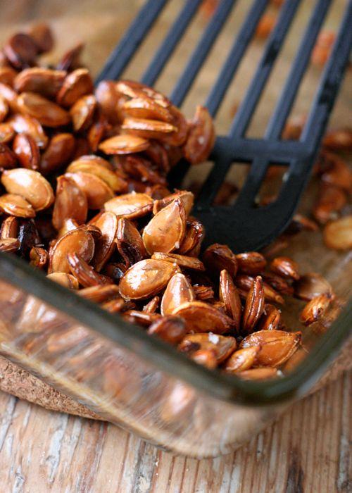 Knackige Kürbiskerne mit Honig und Meersalz – schnell und einfach