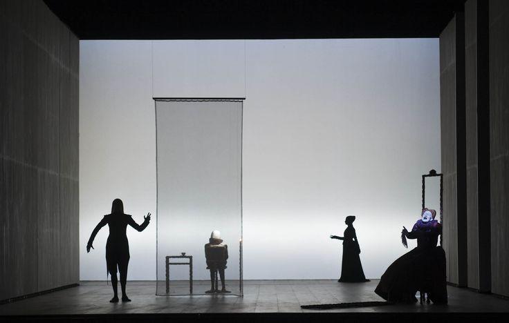 Berliner Ensemble Sonnets stage B – Farbe und Licht – im Kontext