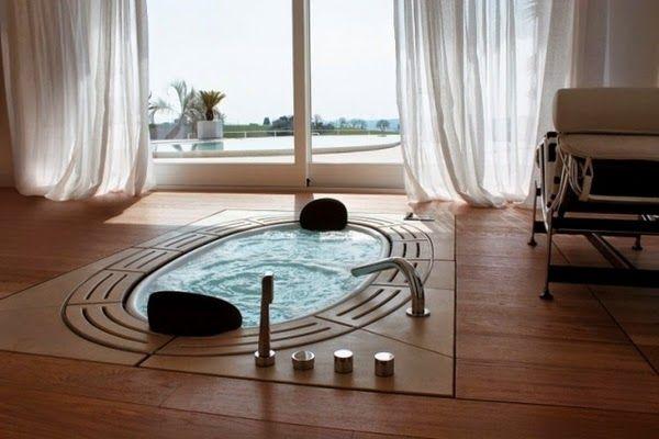 Les bains à remous dans la conception de la salle de bain moderne