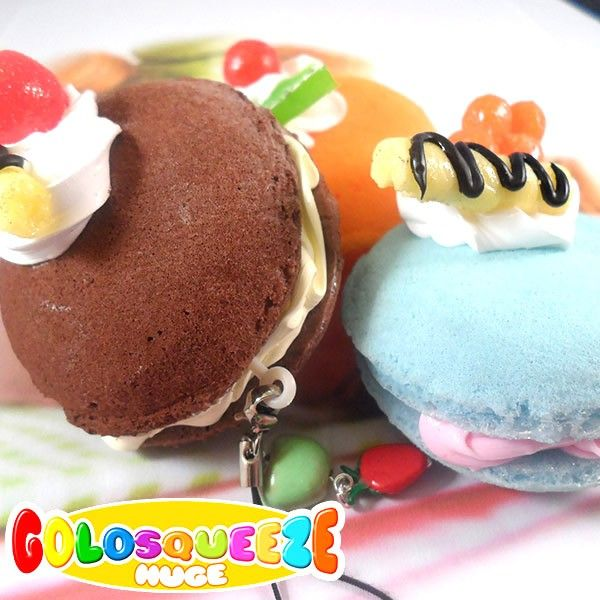 Have you haver tasted macarons? Even if these squishies are so realist and soft please try to resist from biting them! They'll give a wonderful touch of color to your handbag or your mobile phone.  The Golosqueeze Huge are hand-finished and embellished with handmade lil' fruits.  Find it on www.Delicute.com