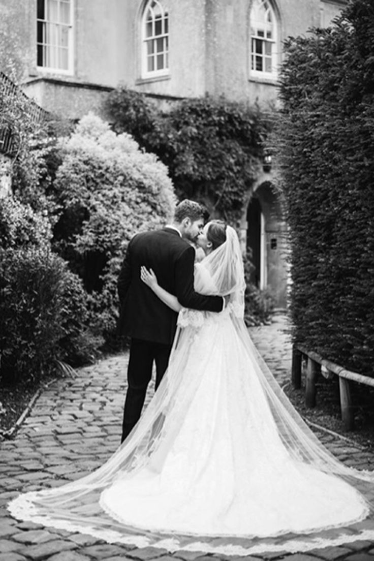 Tanya Burr's wedding dress was *so* swoonworthy...