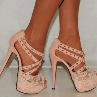 LIGHT PINK. STRAPS. STUDS. LACE. PLATFORM.