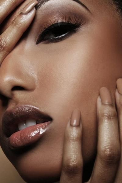 I love everything about this look. Eyes, nude nails, the overall simple, clean, natural palette <3 Gorgeous!