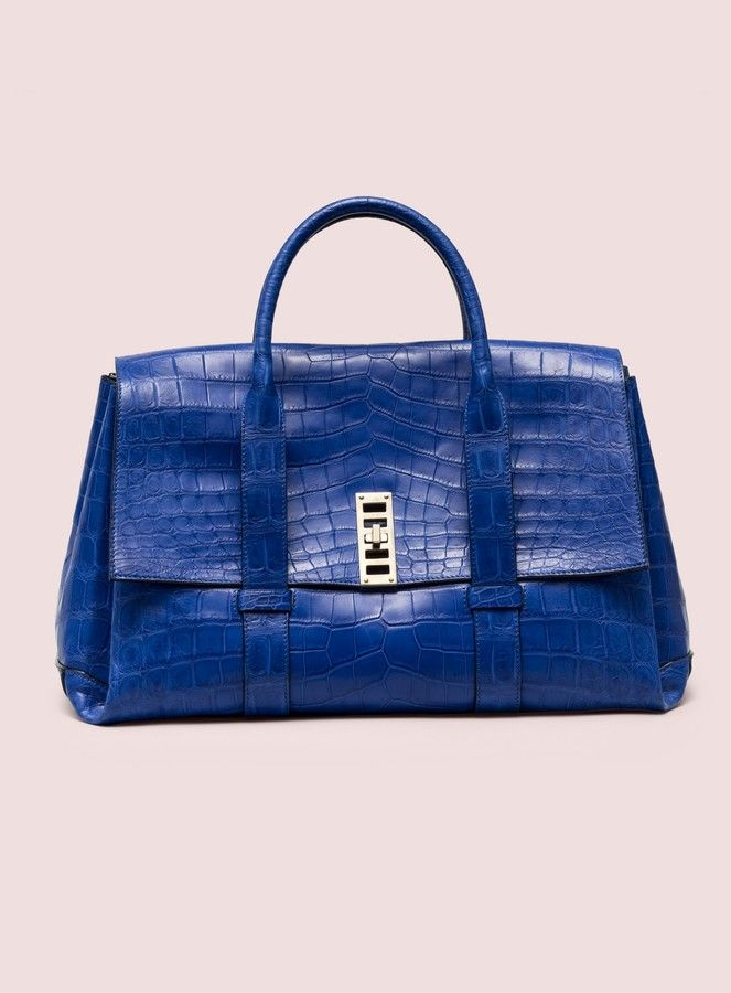 Love thr royal blue color of this bag