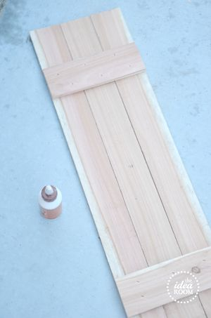 diy shutter tutorial.... If I can't find an old shutter for decoration I will build one!