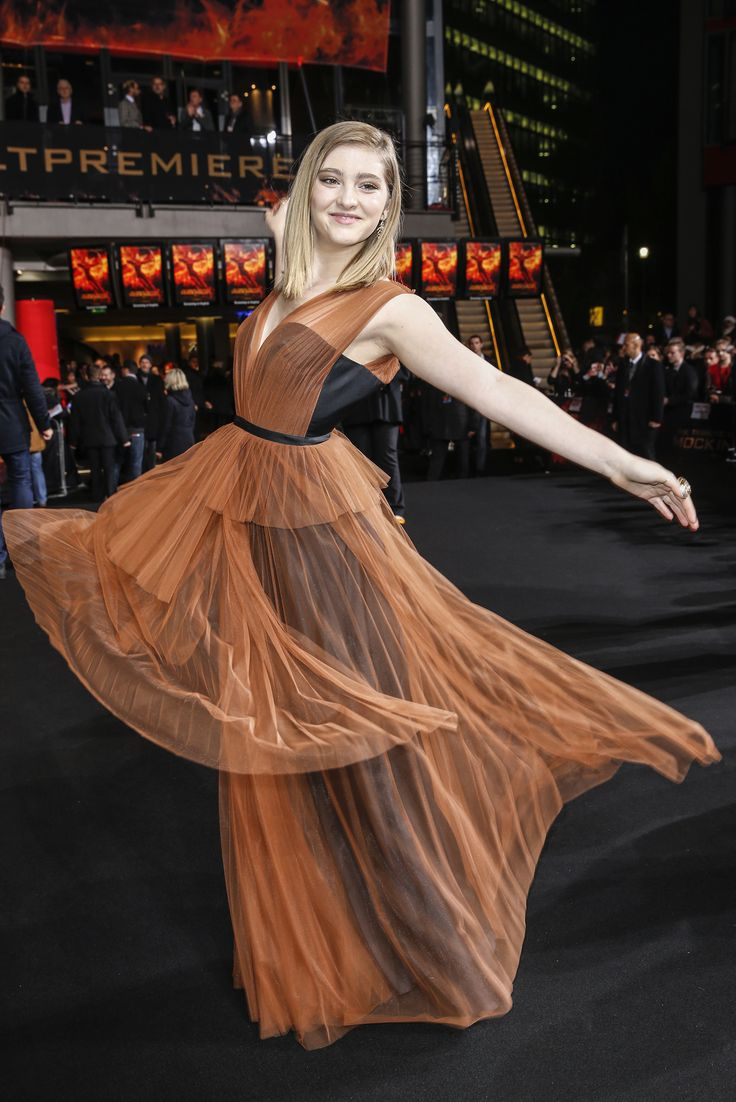 #WillowShields looks beautiful at 'The Hunger Games: Mockingjay - Part 2' World Premiere.