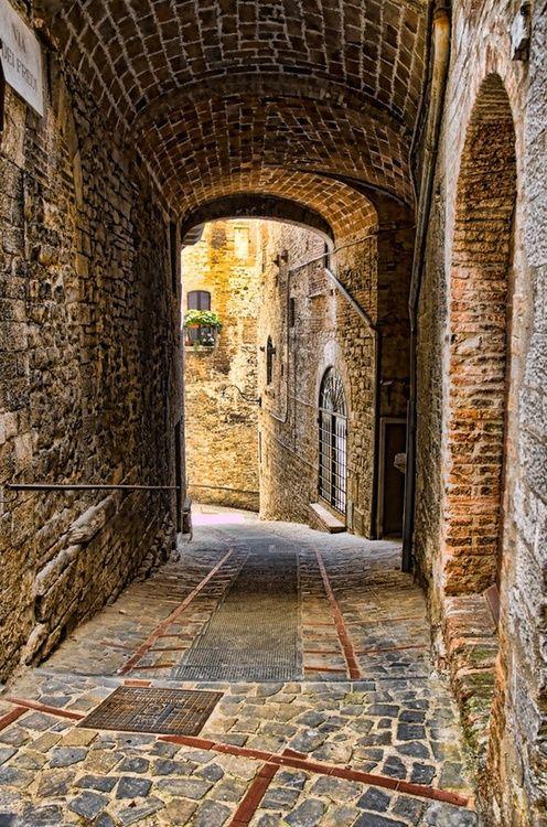 Ancient Passage, Todi, Umbria, Italy  photo via shawnie