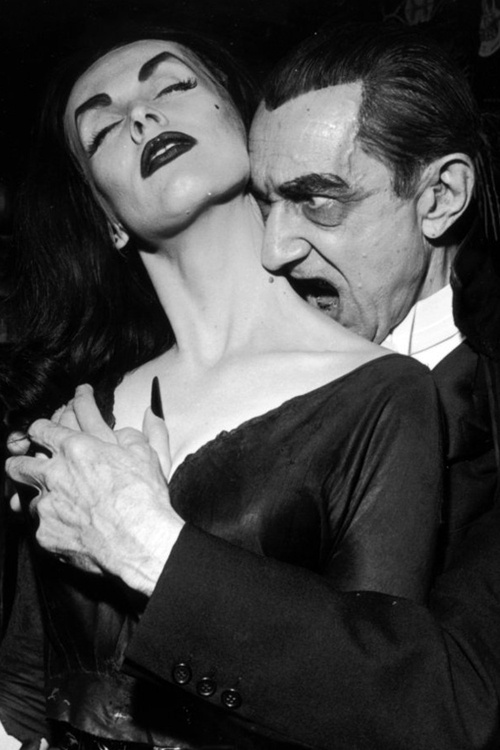 Bela Lugosi and Vampira.conheçam o blog FASHIONISMO VAMP em www.redevampyrica.com/fashionismovamp