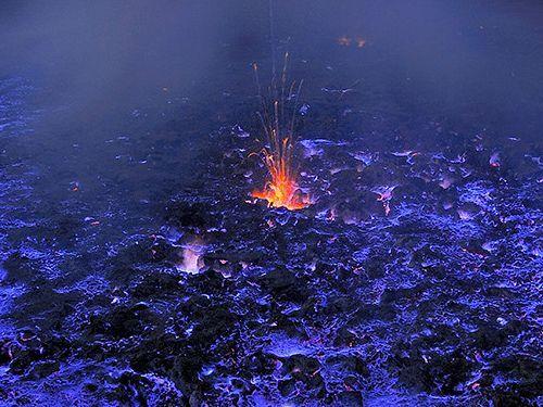 エチオピアの青く燃える火山02