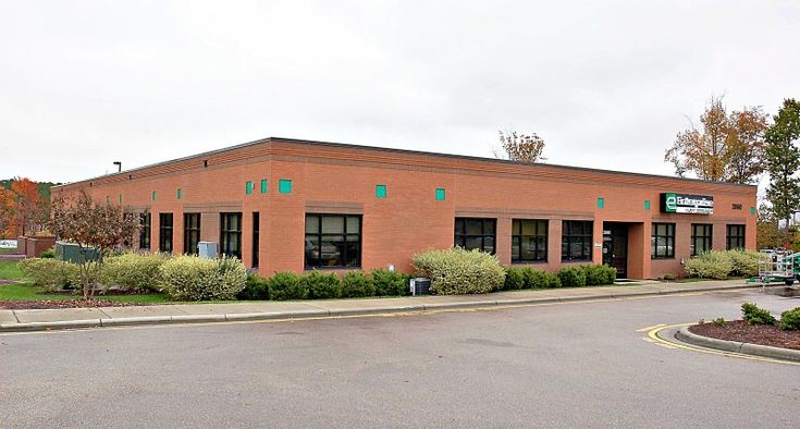 Bobbitt has completed numerous design build projects on behalf of Enterprise, including a regional office for the fast-growing rental car company. At 15,500 square feet, it provides space for corporate human resources, the rental car group, truck leasing, car sales, and even provides an area inside the building for washing cars.