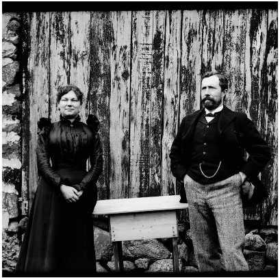 Islanda, 100 anni fa.  E' stata appena pubblicata, in Islanda, una collezione di 550 immagini scattate fra il 1900 e il 1910 da un gruppo di ispettori della Corona danese.  E' un documento interessante per chi ha visto l'Islanda di oggi.  http://atlas.lmi.is/islandskort-dana/ljosmyndir.php