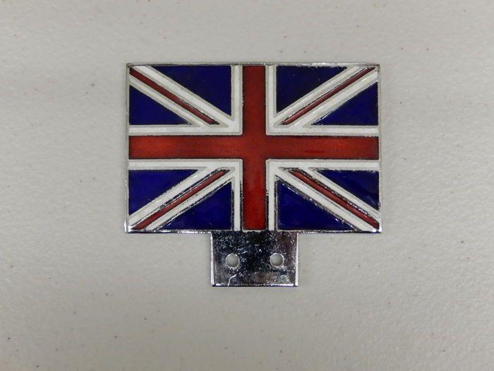 Vintage chroom en glazuur UK Verenigd Koninkrijk Union Jack Jack Car Grille Badge  Vintage chroom en glazuur UK Verenigd Koninkrijk Union Jack Jack Car Grille BadgeChroom en glazuur vlag in uitstekende staat met levendige kleuren.Het lijkt erop dat er niet-gebruikte als er slechts lichte opslag merken aan de voorzijde zijn-dit kan worden gezien in de beelden.Caxton typeplaatje op de achterkant van de badge gestempeld.Het is een zeer mooie schone badge. CA 8 cm breedte en 65 cm hoog.Geschikt…