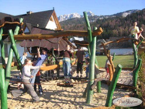 Plac zabaw - huśtawki  http://www.podreglami.pl/atrakcje/plac-zabaw-grill.html