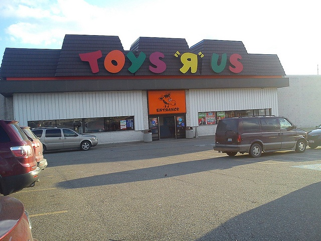 One of the last Toys 'R' Us stores with a retro storefront. This store has survived many years on its hillside overlooking the Ohio Valley Mall. Note the retro Geoffrey logo above the entrance.     Did you just pay $60 for that new game? I got it FREE and get Paid to play it.  http://videogametestersecrets.com/?hop=jcoltme