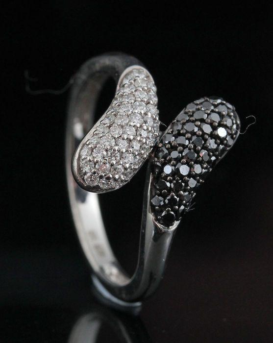 Sterling silver diamond ring totale 057 ct. -maat 54  Sterling silver diamond ring totale 057 ct.Sterling zilver wit 925 hallmarked.Ring set met briljant geslepen zwarte en witte diamanten totale 057 ctColour:(G-H) Top Wesselton-Wesselton Duidelijkheid: SI1-SI2.Totaal gewicht: 230 gr.Zeer goede schittering.Ringmaat: 54.Item stuurt sieraden cadeau doos en verzekerde vervoer.217-r 10454.  EUR 1.00  Meer informatie